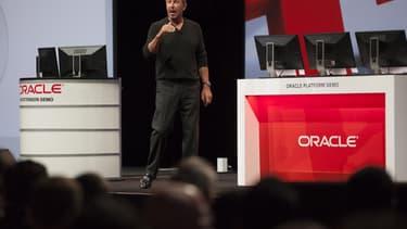 Le maintien du leadership de Larry Ellison, son fondateur, chez Oracle, qui reste président exécutif et directeur technique, a été critiqué par des fonds de pension européens. Ils soulignent son influence sur la politique de rémunération très généreuse des dirigeants de l'entreprise.