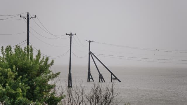 La tempête tropicale Nicholas s'est transformée en ouragan dans le Golfe du Mexique à l'approche de la côte des Etats-Unis et se dirige vers la ville de Houston.