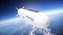 Positionné à 20 kilomètres d'altitude, hors de portée de la plupart des systèmes de défense anti-aérienne et au-dessus des couloirs de circulation aérienne, le stratobus est conçu pour pouvoir rester un an en vol.