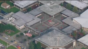 La Marysville-Pilchuck High School a été la cible d'un tireur, ce vendredi. Le bilan est encore très incertain, au moins 6 jeunes ont été blessés.