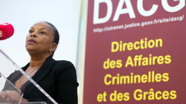 La ministre de la Justice insiste sur l'importance de lutter contre l'antisémitisme et le racisme.