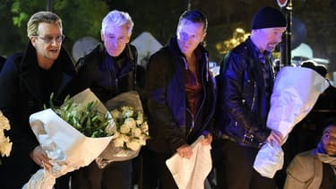 U2 se recueille devant le Bataclan après les attentats le 14 novembre 2015