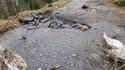 Des rochers de 5 à 10 m3 sont tombés sur une route.