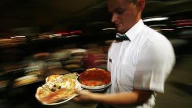Plusieurs chefs cuisiniers italiens demandent la démission de la secrétaire d'Etat à la Culture accusée d'avoir dénigré leur profession en affirmant que la gastronomie de l'Italie n'était qu'une pâle copie de sa voisine française. /Photo d'archives/REUTER
