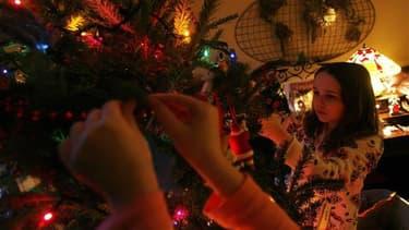 La magie des Fêtes, agrémentée de retrouvailles familiales ou d'attente fébrile du Père Noël, ferait presque oublier aux Français leurs bonnes résolutions en matière d'environnement, souligne l'Ademe, l'agence de l'environnement et la maîtrise de l'énergi
