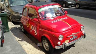 Une Fiat 500 stationnée Via Tortona. La Milan Design Week est un rendez-vous incontournable pour les designers automobiles, afin de suivre les dernières tendances, mais également pour les constructeurs, qui y confirment ou y cherchent un notoriété.