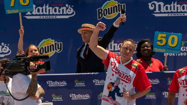 Joey Chesnut, le vainqueur du concours international Nathan's de mangeurs de hot dogs (photo d'illustration)