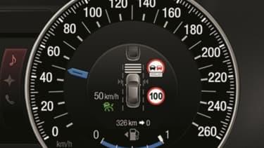 Ford a mis au point un régulateur de vitesse intelligent qui sait lire les panneaux de signalisation et adapter l'allure du véhicule en conséquence.