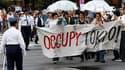 """Les """"indignés"""" manifestent ce samedi à travers la planète (comme ici à Tokyo) pour dénoncer le poids de la finance et les politiques d'austérité qui, disent-ils, mènent le monde à la ruine et condamnent une partie de l'humanité à la pauvreté. Des rassembl"""