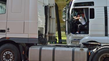 """Les fédérations professionnelles et organisations syndicales du transport et de la logistique ont signé ce mercredi un """"guide de bonnes pratiques"""" visant à prévenir la propagation du coronavirus."""