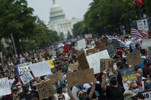 Une foule de manifestants devant le Capitole, à Washington, le 6 juin 2020