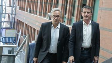 Francis Chouat (à gauche), favori de l'élection législative partielle de l'Essonne, aux côtés de Manuel Valls en 2017.