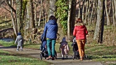 Les mères, plus que les pères, travaillent dans des entreprises dans lesquelles une plus grande part de salariés est rémunérée au Smic