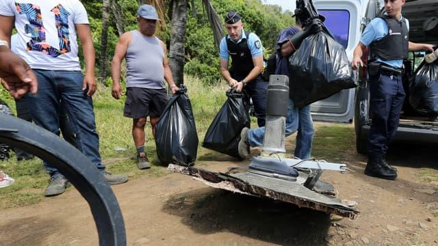 Des débris du vol MH370 retrouvés le 11 août 2015 à Sainte-Suzanne, sur  l'île de la Réunion.