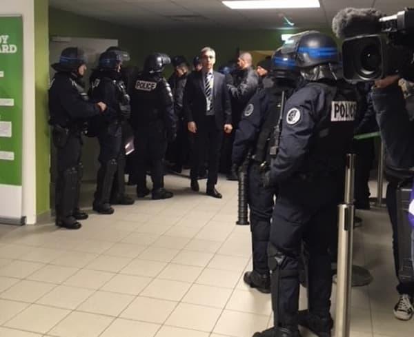 Les forces de l'ordre dans les couloirs de Geoffroy-Guichard