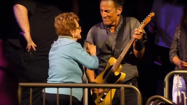 Bruce Springsteen sur scène avec sa mère à New York