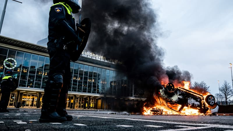 Covid-19: heurts avec la police en marge de manifestations anti couvre-feu aux Pays-Bas