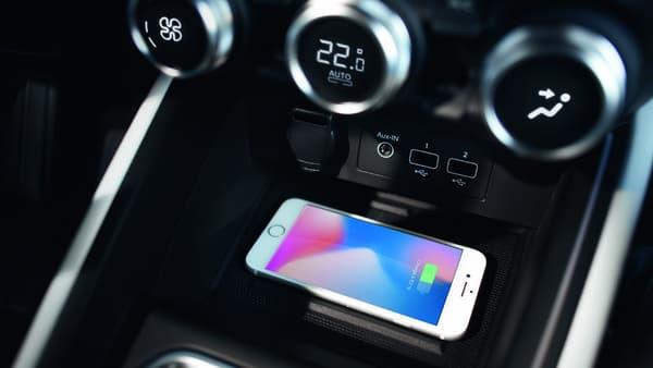 La Clio disposera de la recharge par induction et le très réussi système de réglage de la climatisation du dernier Duster.
