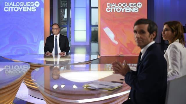 """François Hollande dans l'émission """"Dialogues citoyens""""."""