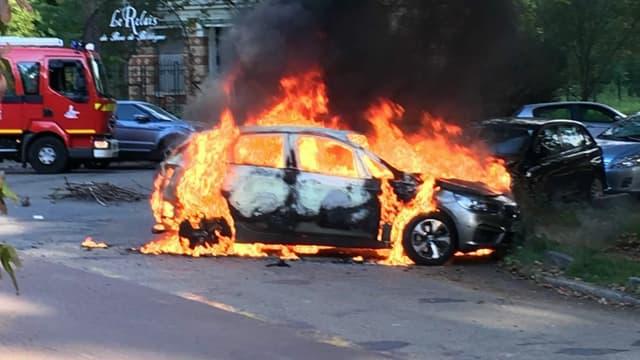 Sept véhicules ont été dégradés dont 3 incendiés jeudi au Bois de Boulogne.