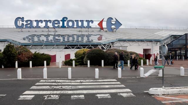Les syndicats contre l'ouverture des hypermarchés Carrefour le dimanche matin.