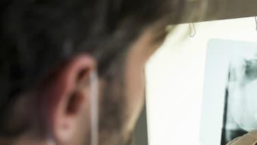 Les risques de maladies cardiovasculaires sont plus fréquents en présence d'une maladie parodontale non traitée.