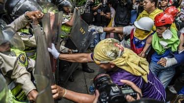Une manifestation à Caracas le 12 mai 2017
