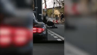 Des images amateur de l'interpellation de Cédric Chouviat, diffusées par la famille de la victime .