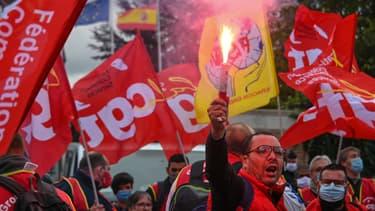 """Manifestation le 8 octobre 2020 devant le siège du groupe Mulliez dans le Nord contre """"les plans sociaux en cascade"""""""