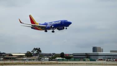 (ILLUSTRATION) Un Boeing 737 de la compagnie Southwest atterrit à Los Angeles, le 24 mai 2018