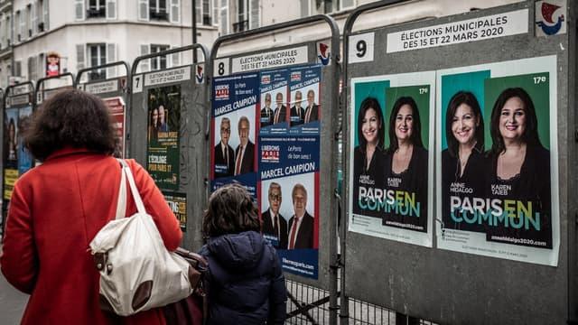 Affiches électorales pour les municipales de 2020 à Paris