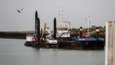 Une barge dans le port de Ouistreham, dans le Calvados (PHOTO D'ILLUSTRATION)