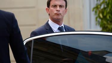 """""""Dans ma fonction de chef du gouvernement, je ne dois pas être préoccupé par ce type d'affaires"""", juge Manuel Valls au sujet du retour de Nicolas Sarkozy."""