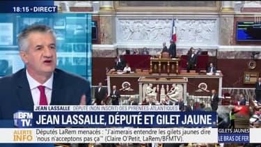 """Jean Lassalle affirme payer """"avec honneur et fierté"""" son amende pour avoir porté un gilet jaune à l'Assemblée"""