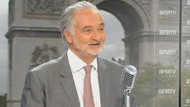 """Jacques Attali estime que la déflation crée un """"moment absolument formidable et unique pour augmenter la TVA""""."""