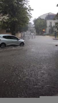 Les rues de Montpellier sous les eaux - Témoins BFMTV