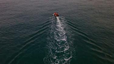 Vue aérienne de migrants  tentant de traverser la Manche pour rejoindre l'Angleterre, le 11 septembre 2020