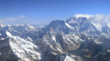 L'Everest dans la chaîne de montagnes de l'Himalaya (PHOTO D'ILLUSTRATION)