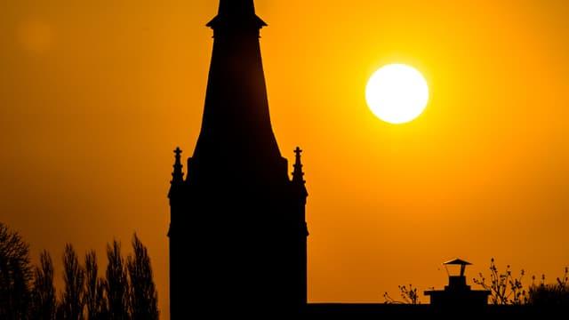 Le clocher d'une église - Image d'illustration