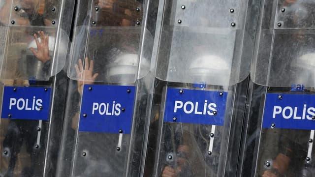 Lors d'affrontements entre policiers et manifestants dans le centre d'Istanbul, lundi dernier. La police turque est à nouveau intervenue samedi à Istanbul pour disperser des centaines de manifestants qui se rassemblaient pour marcher jusqu'au parc Gezi, d