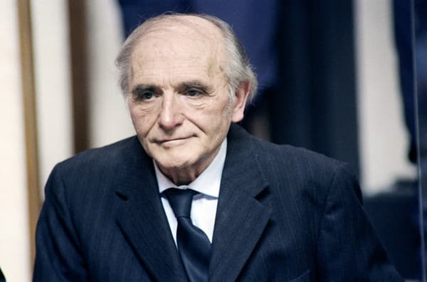 """Klaus Barbie, surnommé le """"boucher de Lyon"""", lors de son procès à Lyon en 1987."""