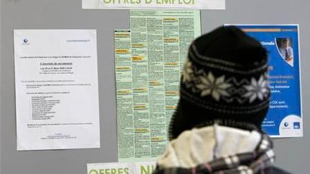 Selon les statistiques publiées par le ministère du Travail et Pôle Emploi, le nombre de demandeurs d'emploi en catégorie A en France est reparti à la hausse en novembre, augmentant de 21.300 (+0,8%) en métropole, soit un total 2.698.100 chômeurs dans cet