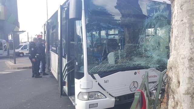 10 personnes auraient été percutées par le bus