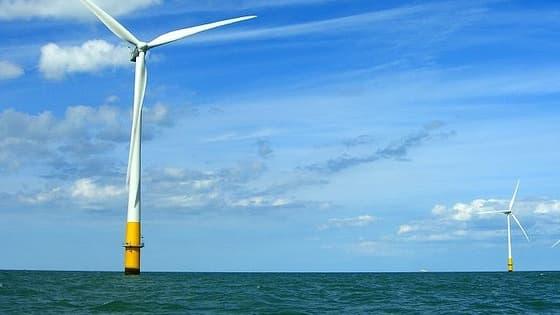 Le littoral français offre une opportunité de développement pour des champs d'éoliennes offshore.