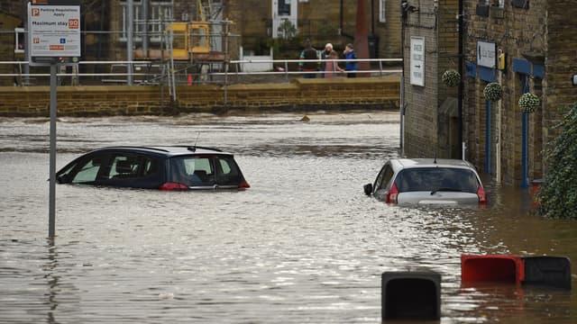 Rue de la ville de Mytholmroyd (Angleterre), inondées par la tempête Ciara