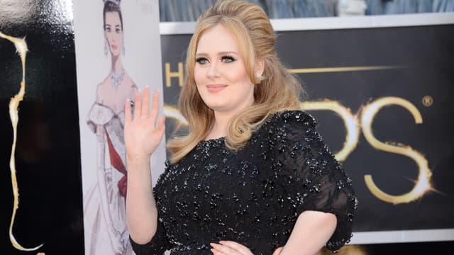 La chanteuse Adele lors de son arrivée à la cérémonie des Oscars en février 2013