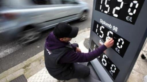 La baisse des taxes sur le carburant a coûté cher aux distributeurs