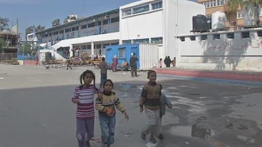 Enfants palestiniens réfugiés dans une école maternelle de Gaza