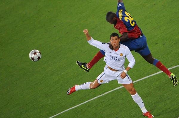 Cristiano Ronaldo (en blanc) au duel face à Yaya Touré lors de la finale de la Ligue des champions en 2009