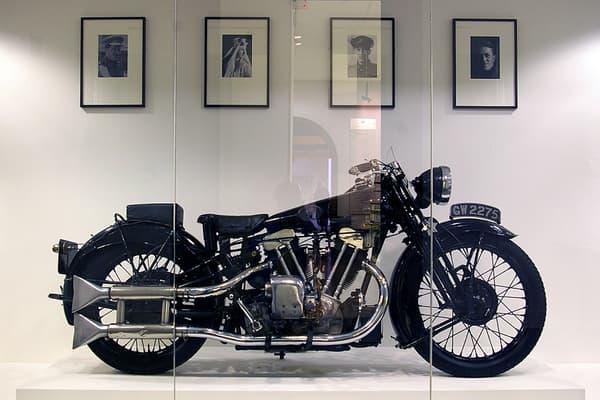 """L'une des SS100 de TE Lawrence, dit Lawrence d'Arabie, exposée dans une musée à la mémoire de l'auteur des """"Sept piliers de la sagesse"""""""